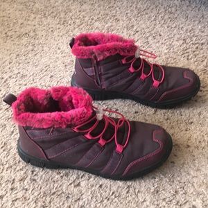 Cheeks maroon & pink ankle weather boot, size 9